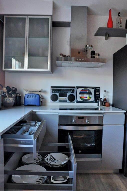 Cocina pequeña americana con cajones amplios - cocinas a medida