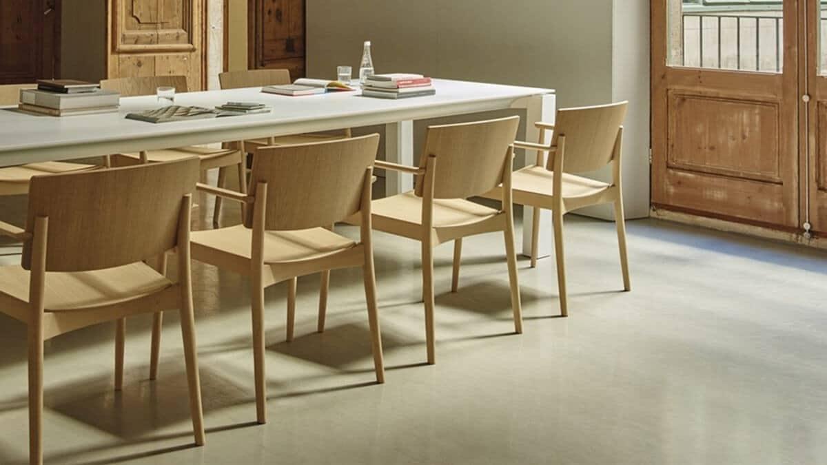 Comedor con sillas de madera Andreu World Happy - muebles de hogar