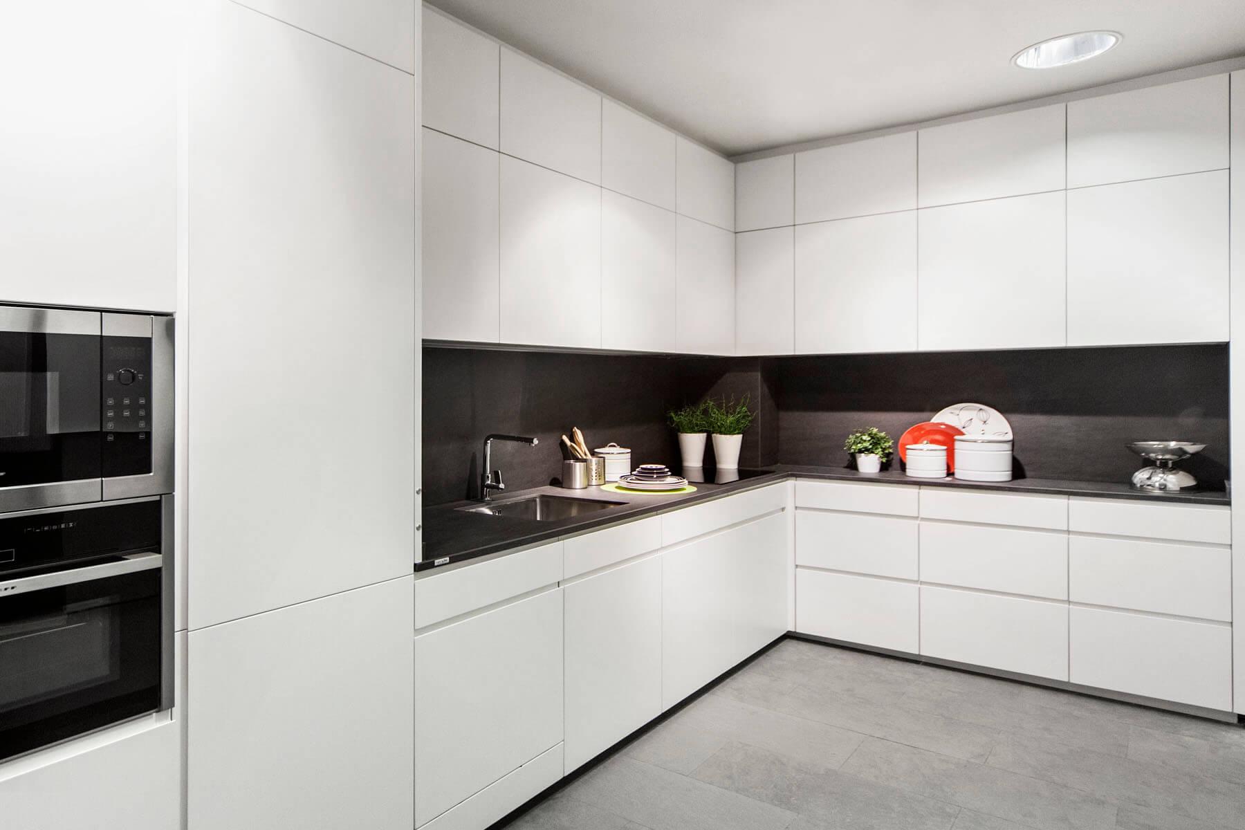 Muebles de cocina en madrid fabricantes desde 1968 - Cocina blanca encimera blanca ...