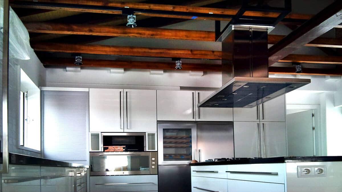 Cocina con isla y campana corredera - muebles de cocina en madrid