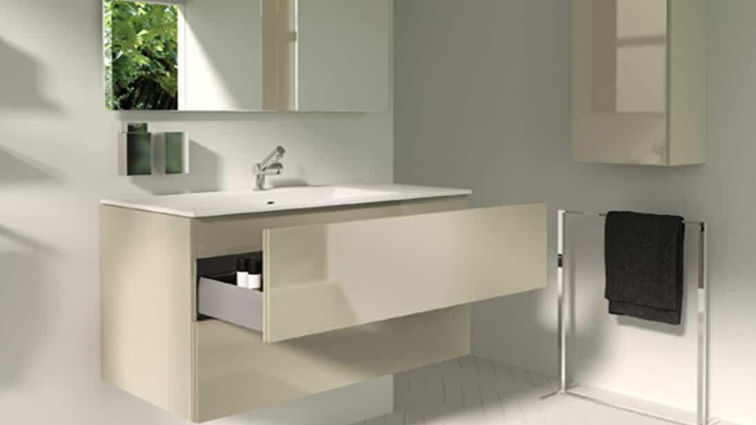 Baño blanco con lavabo amplio - muebles de baño