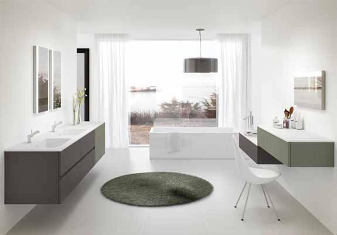 Baño blanco grande con vistas - muebles de baño en madrid