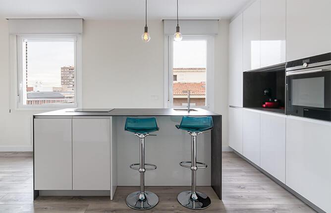 Cocina con isla blanca - muebles de cocina en madrid