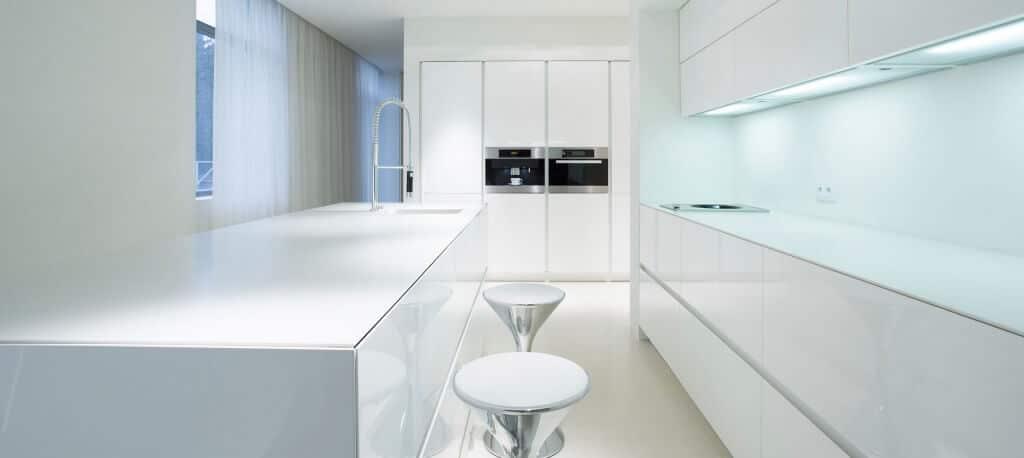Cocina con isla blanca - cocinas de diseño