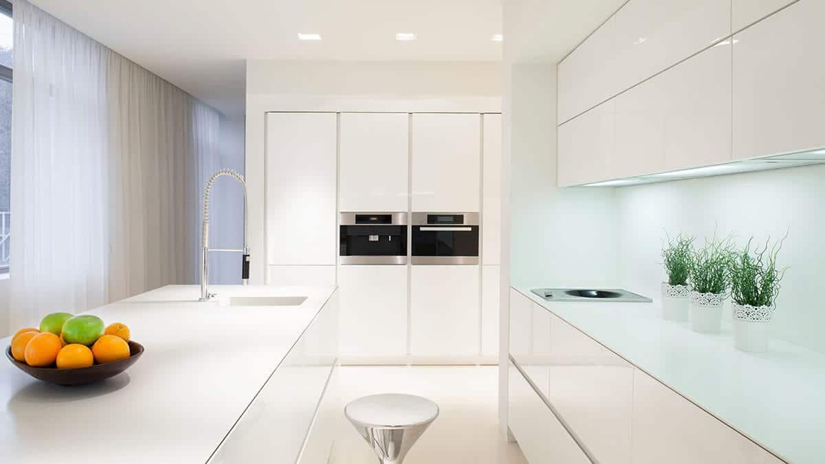 Cocina con isla blanca moderna Serie Hölst - muebles de cocina en Madrid