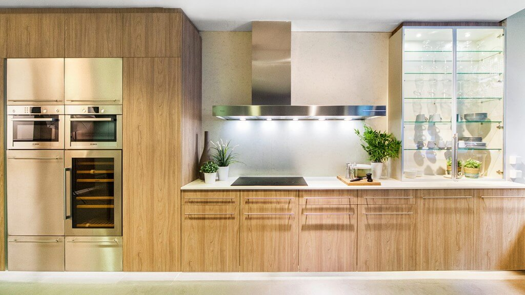 Cocina blanca y madera con electrodomésticos Serie Köln - puertas de muebles de cocina
