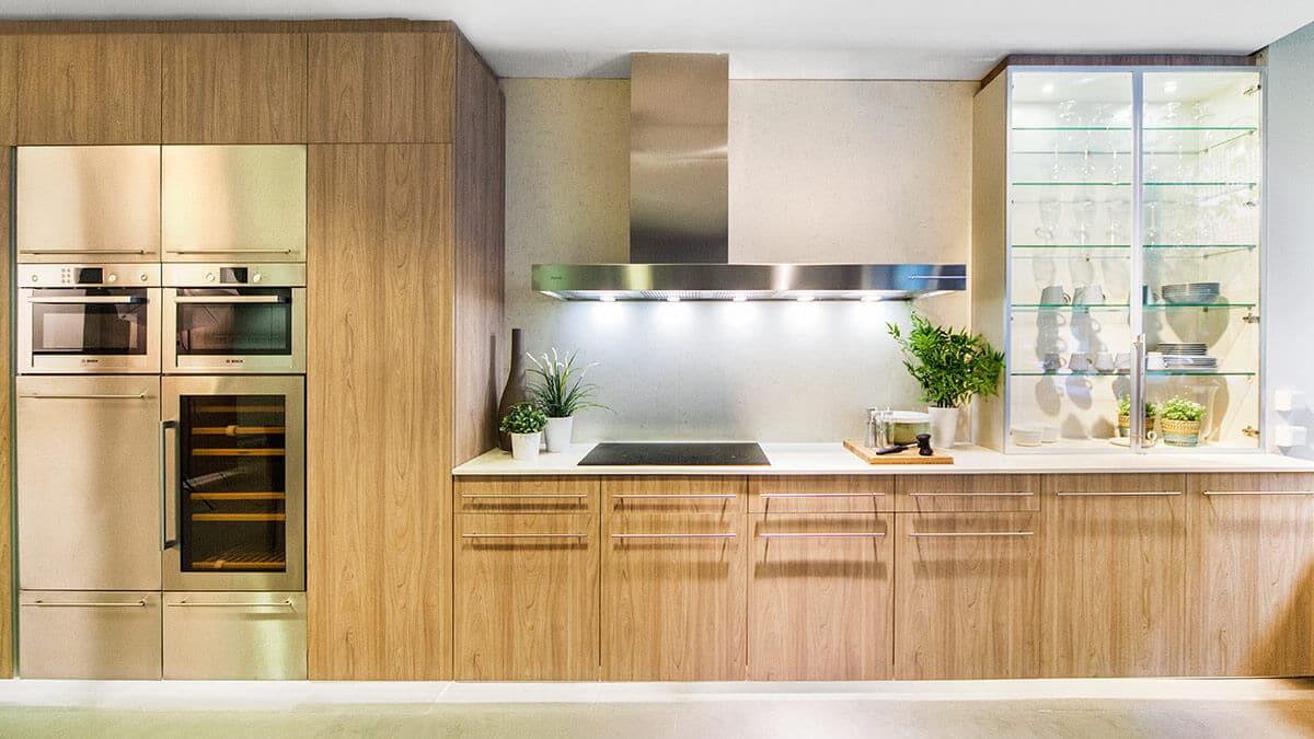 Cocina blanca y madera con electrodomésticos Serie Köln - muebles de cocina en Madrid