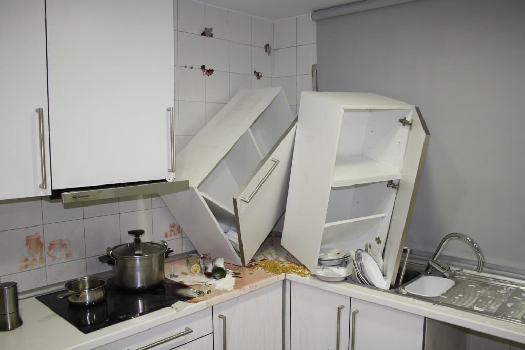 Cocina siniestrada - materiales para muebles de cocina