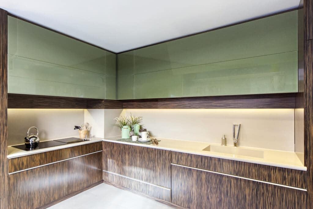 Cocina madera natural y puertas de vídrio - puertas de muebles de cocina
