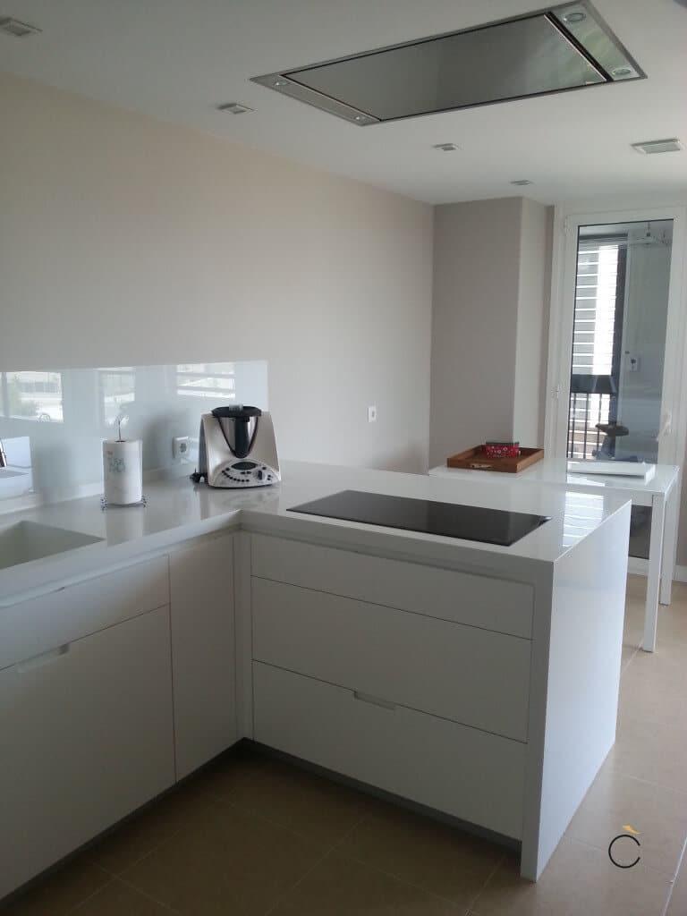 Las 10 mejores cocinas blancas modernas en madrid - Cocinas con peninsula ...