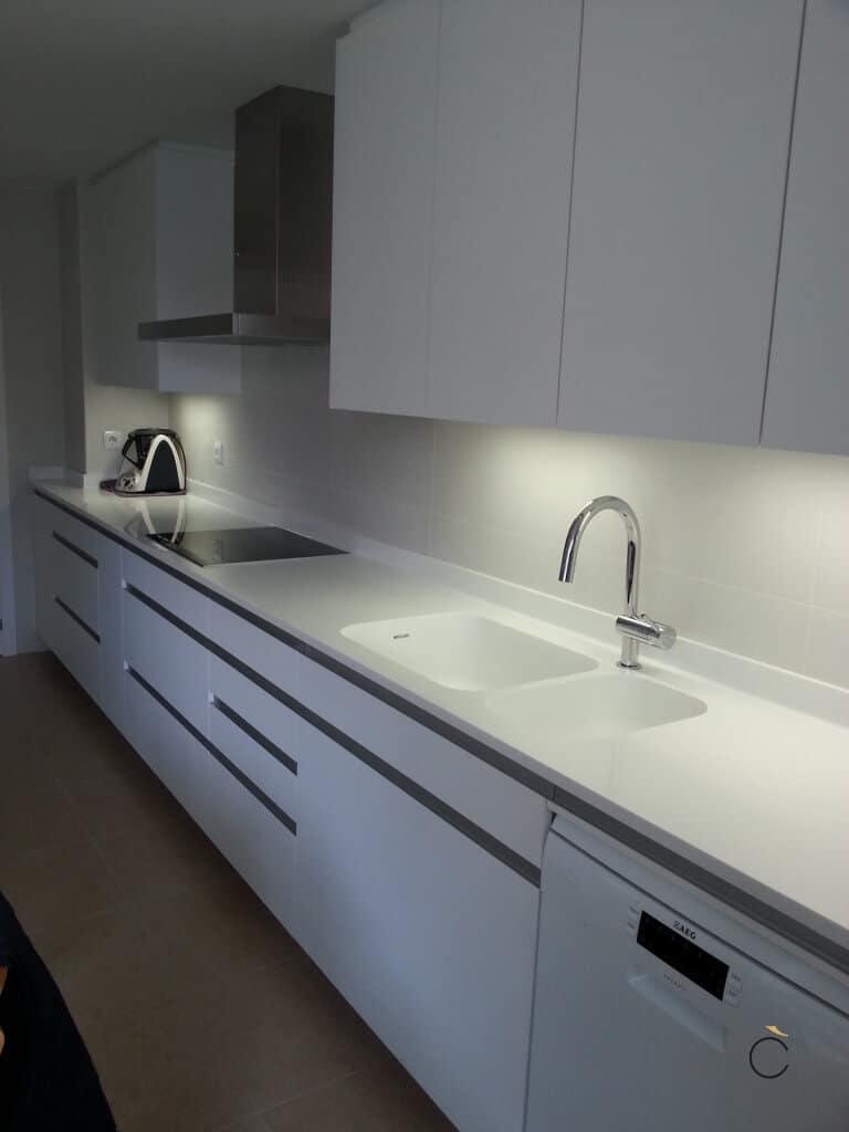 Cocinas blanca con dimmer - cocinas blancas modernas