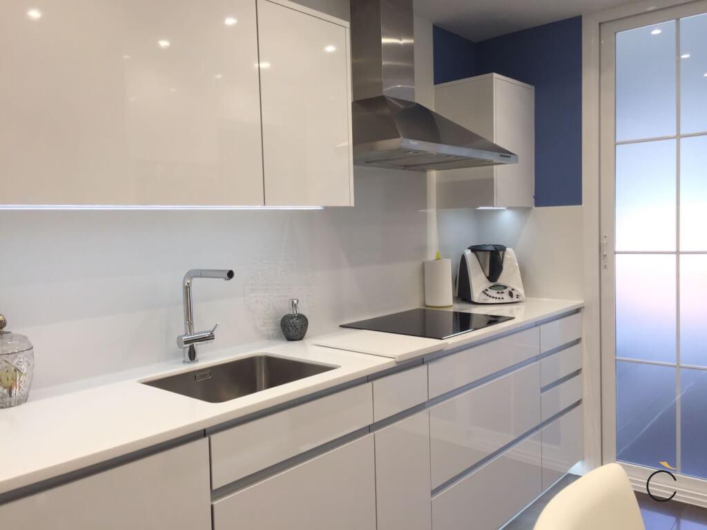 10 cocinas blancas 10 cocinas blancas modernas grupo coeco for Ver fotos de muebles de cocina