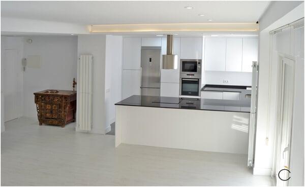 10 cocinas blancas 10 cocinas blancas modernas grupo coeco for Disenos de cocinas integrales blancas