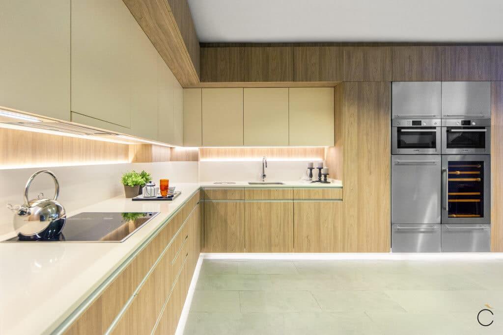 Cocinas modernas 10 motivos para elegirlas grupo coeco for Iluminacion encimera