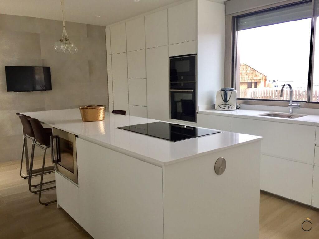 10 cocinas modernas con 10 motivos para elegirlas - Cocinas modernas con barra ...