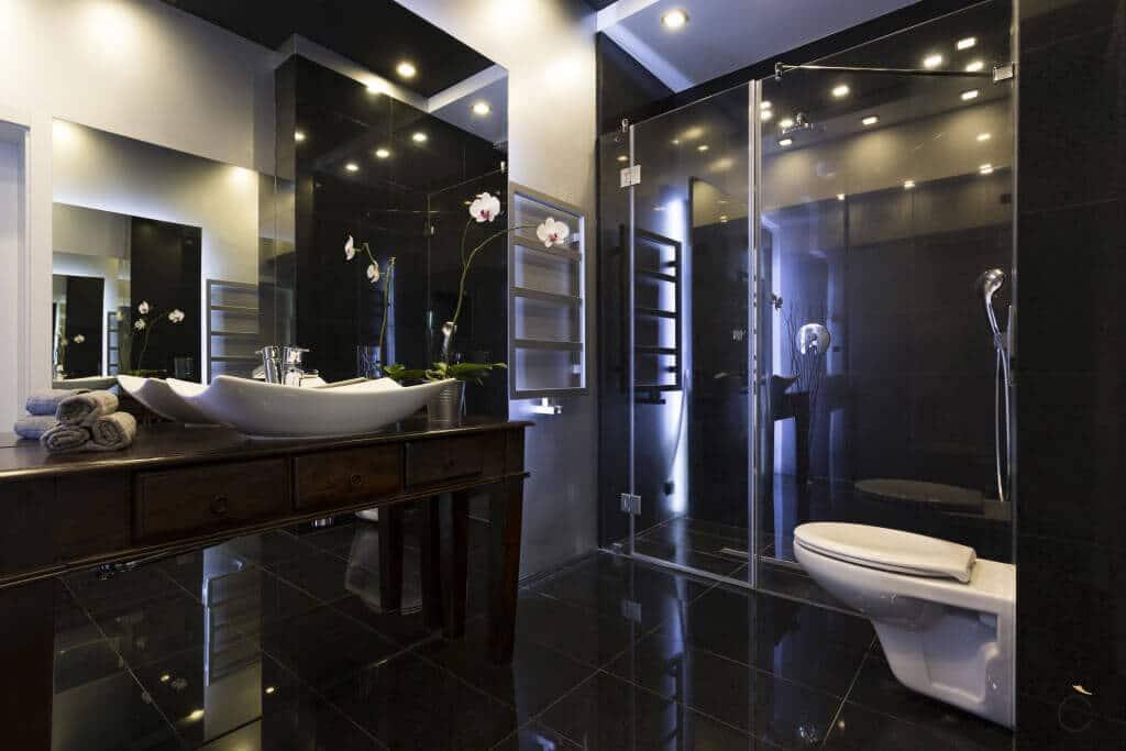 Baño moderno con ducha y mueble de madera - Baños modernos