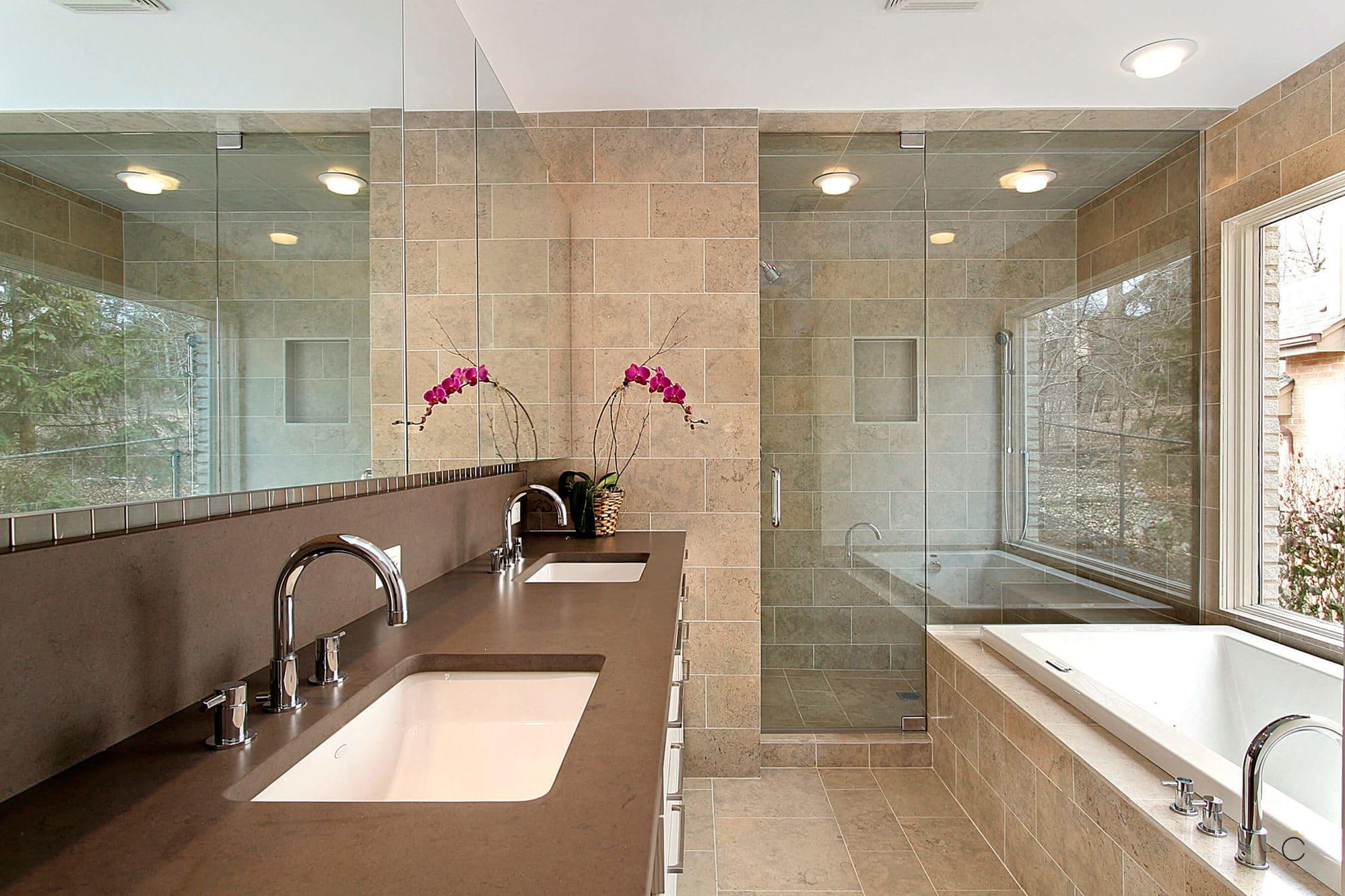 Baño a medida con doble seno, bañera y ducha de obra independientes - baños a medida