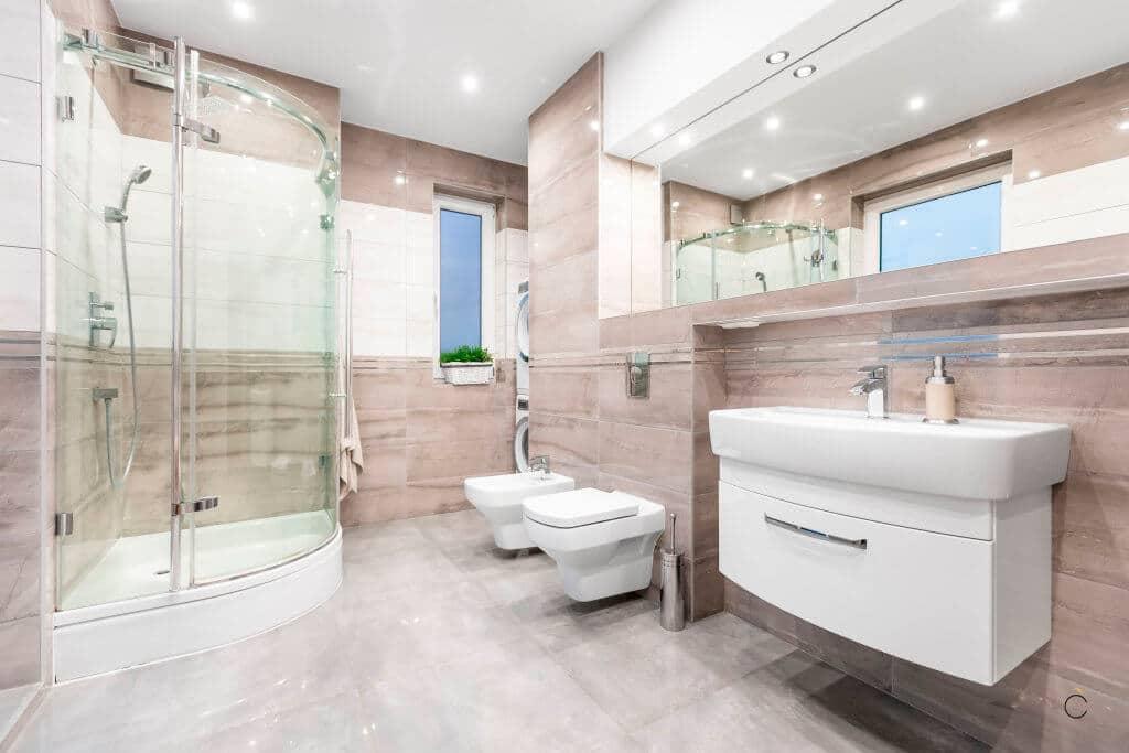 Baño a medida con ducha y lavadero integrado - muebles para baños