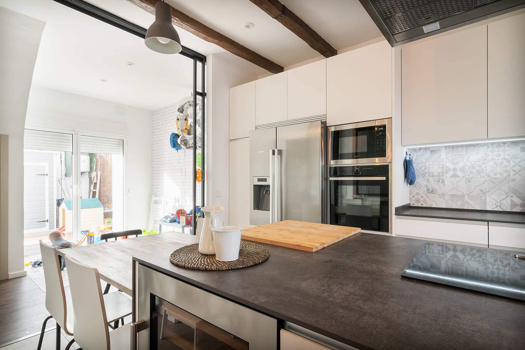 Cocinas con pen nsula pen nsula de cocinas grupo coeco for M s mobiliario auxiliar para tu cocina s l