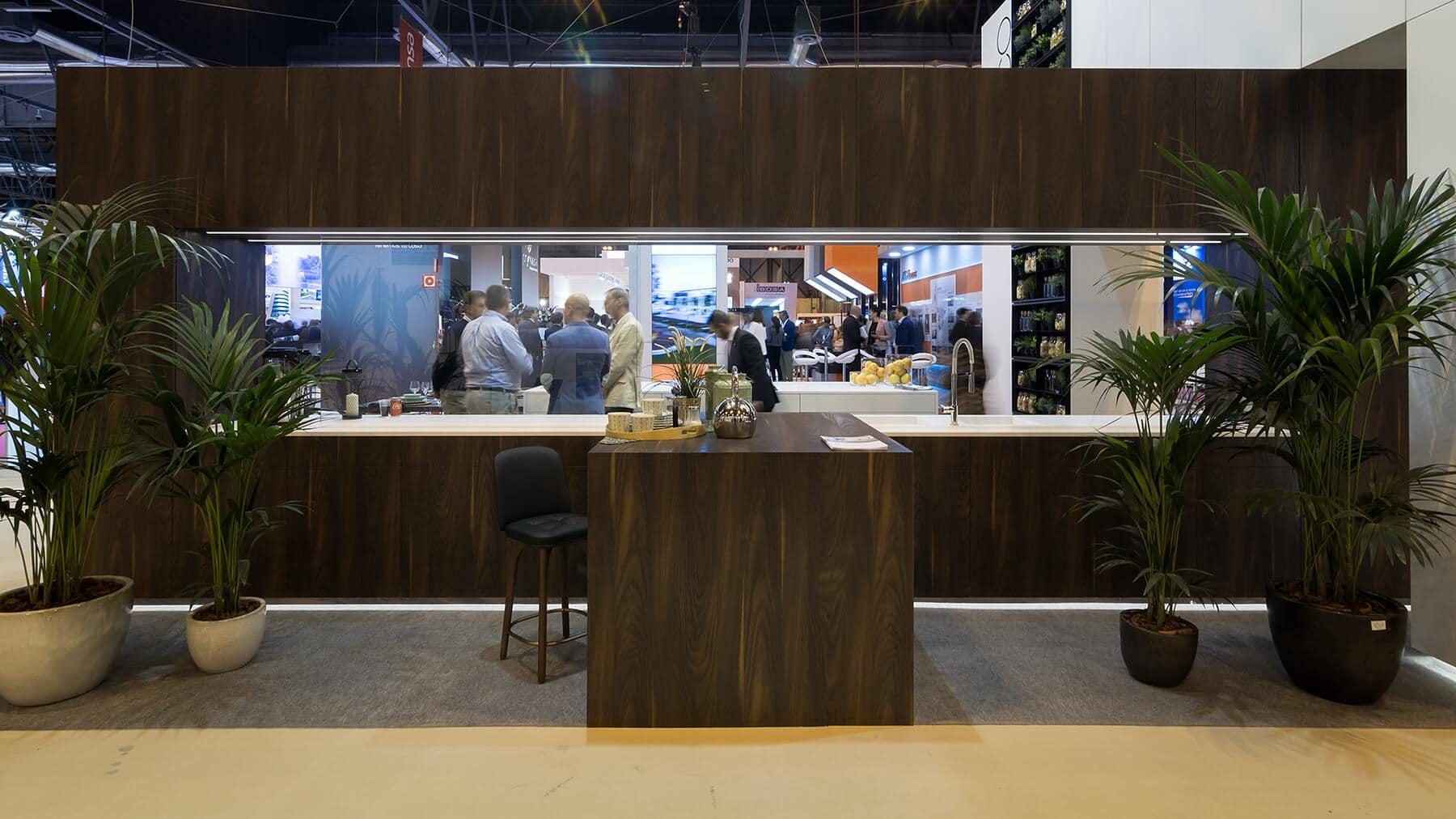 Cocina con isla stand SIMA 2018