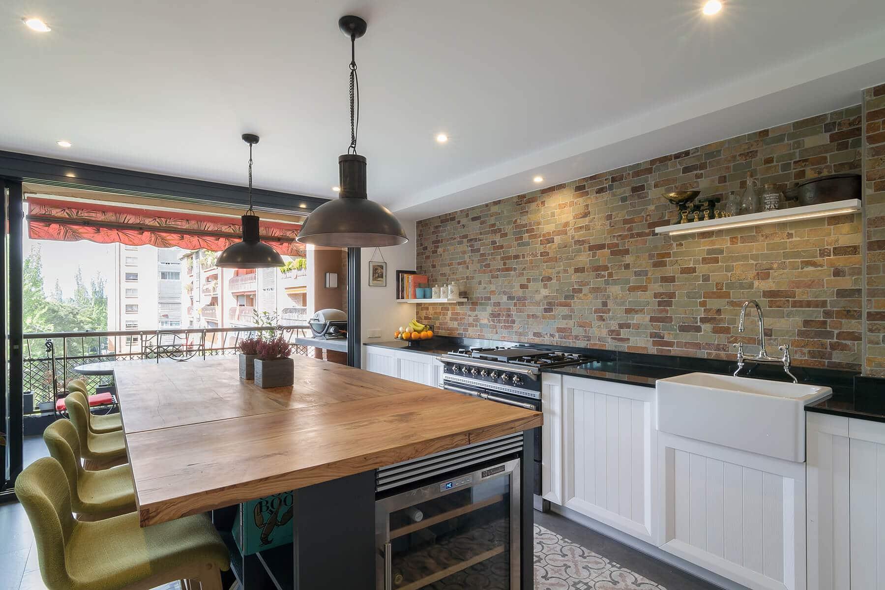 Cocinas con isla mezclando estilos a la perfección