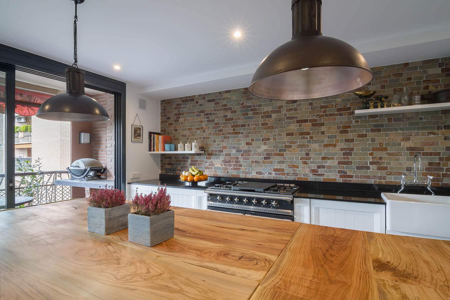 Cocina con isla encimera de madera - cocinas madrid