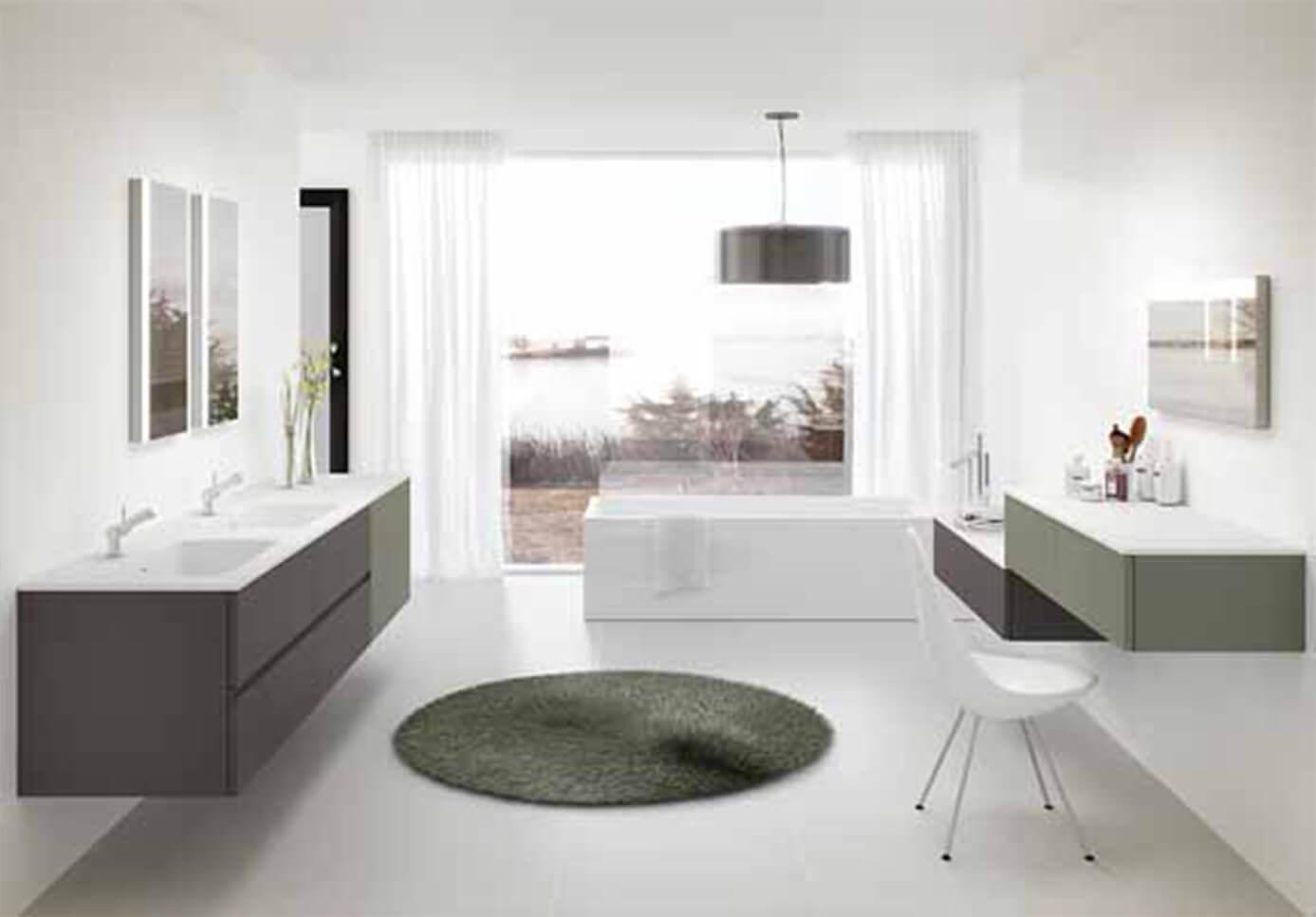 Baño blanco grande con vistas - muebles de baño