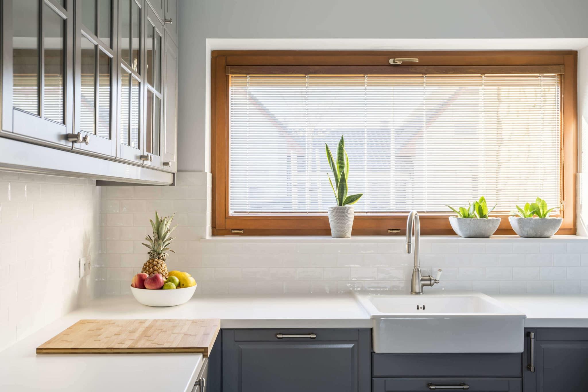 Encimera de cocina con ventana luminosa - como limpiar la encimera de cocina