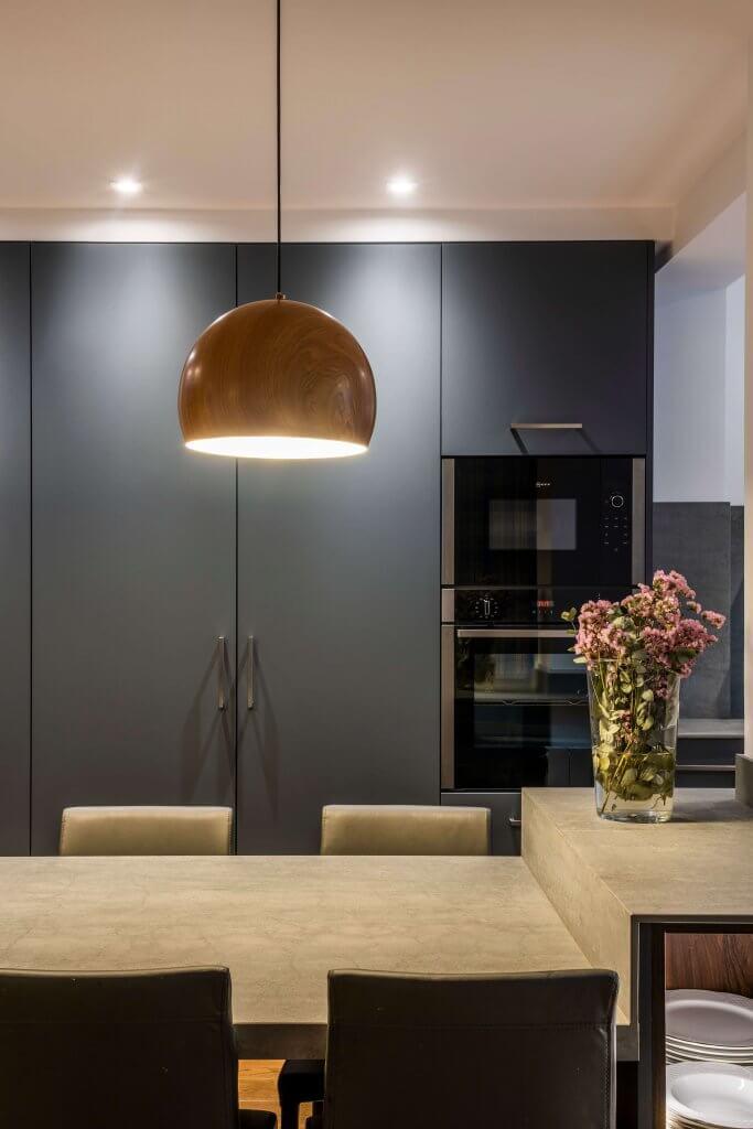 Cocina con Isla Gris detalle lámpara
