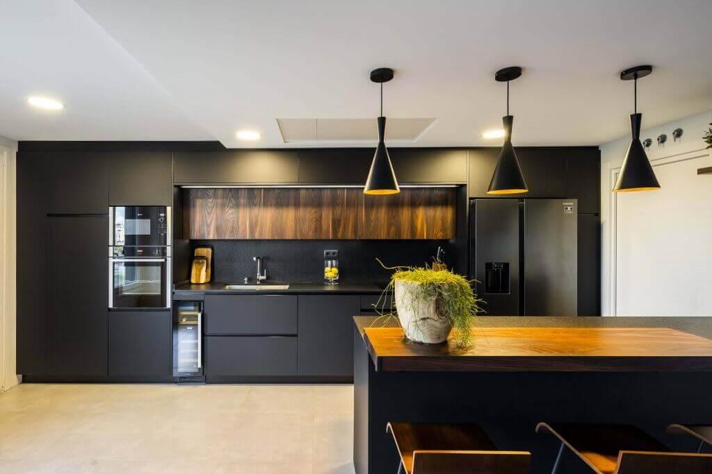 Tendencias en cocinas 2021 - Cocina con península en color negro